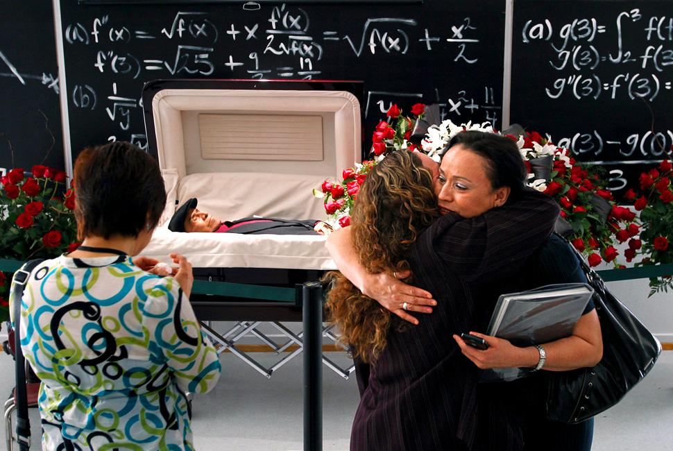 jaime escalante funeral - photo #2